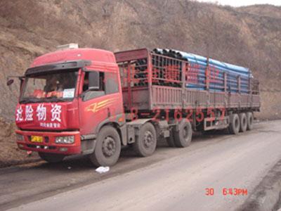管道运输车辆到达矿区